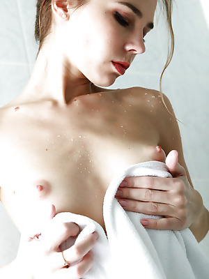 avErotica  Tracy  Amateur, Brunettes, Cute, Erotic, Funny, Bath, Shower, Teens, Shaved, Smoking, Solo
